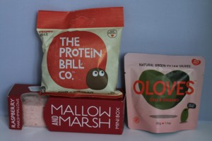 Flavourly box, olives, marshmallow, protein balls