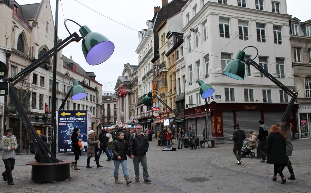 Brussels street art - lamps installation