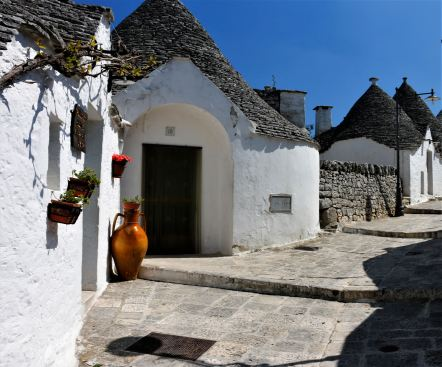 Alberobello Italy trulli whitewashed conical roof