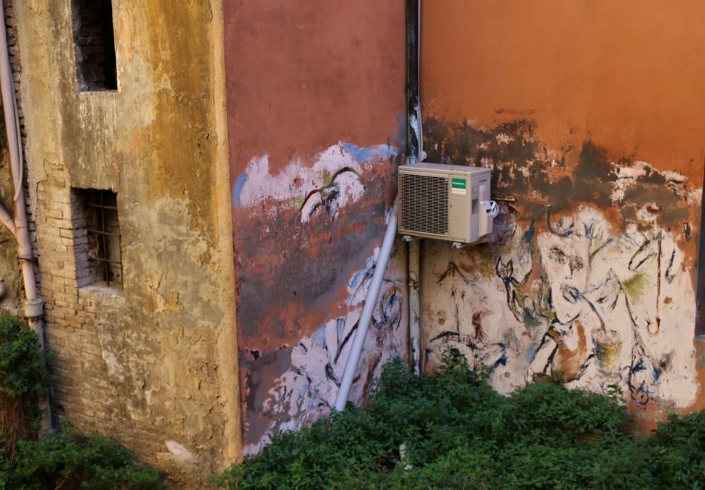Street art Bologna canal Via Piella