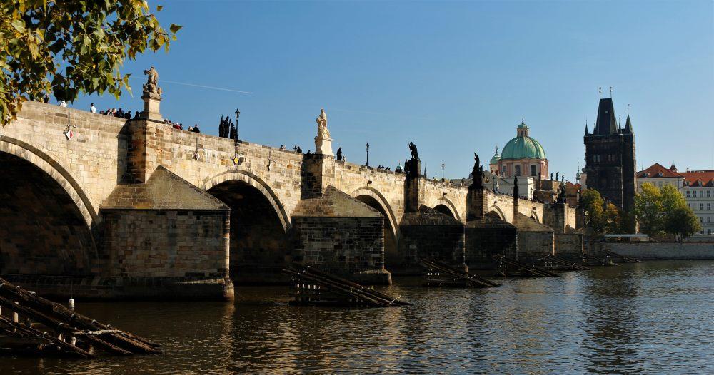 Charles Bridge, Vltava, statues, blue sky, Prague